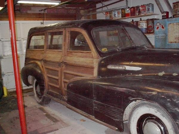 1942-pontiac-chieftain-woodie