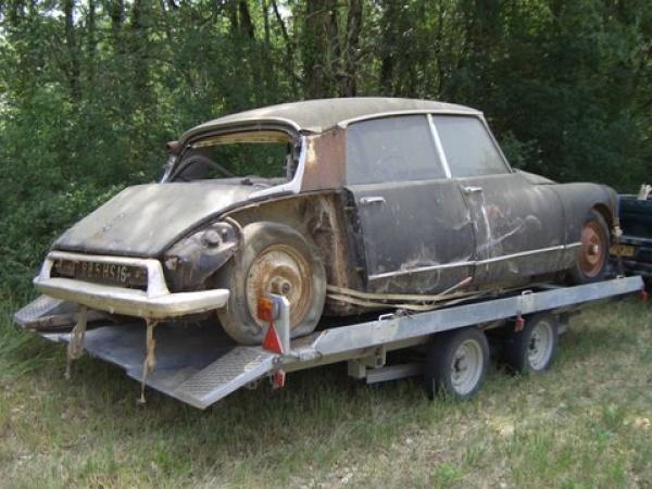 1957-citreon-id19p-rear-corner