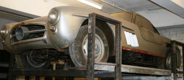 1957 Mercedes-Benz 300SL Gullwing front corner