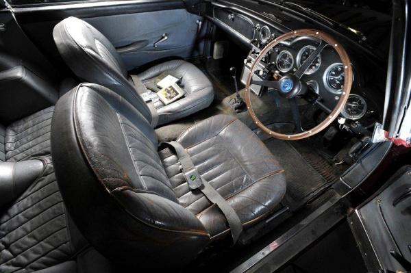 1959-aston-martin-db4-interior