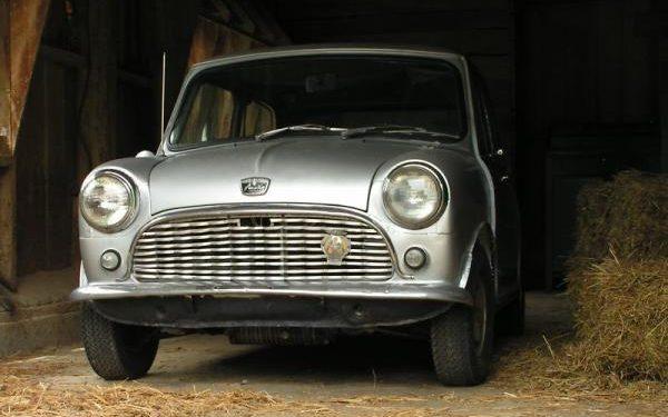 1960_austin_mini_front