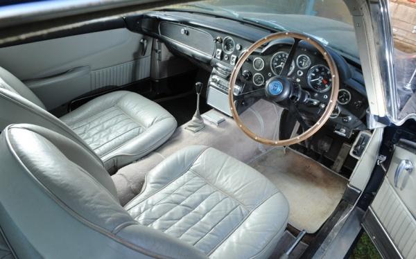 1964-aston-martin-db5-interior