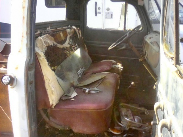 barn-find-1952-ford-f2-tow-truck-interior