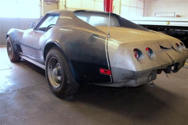 massive-undertaking-1974-corvette-rear-corner
