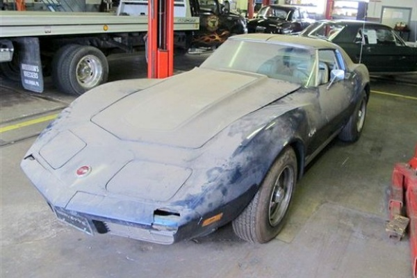 massive-undertaking-1974-corvette