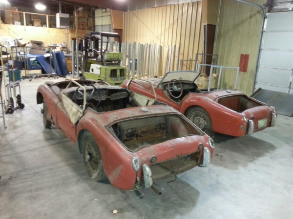 two-for-one-triumph-tr3s-rear-corners