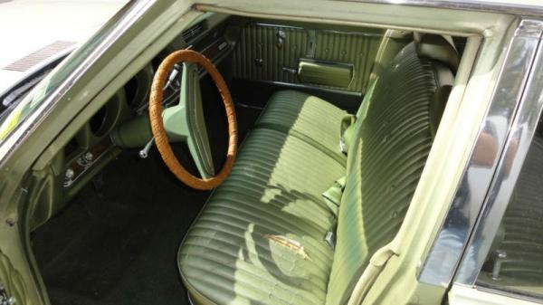 1969-oldsmobile-vista-cruiser-interior