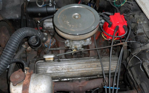 barn-fuelie-1961-corvette-engine