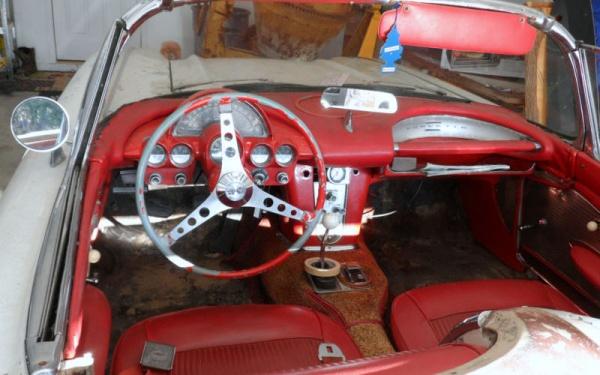 barn-fuelie-1961-corvette-interior