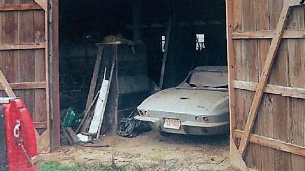 gold-survivor-1966-corvette-barn-find