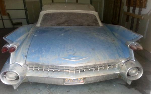 1959-cadillac-convertible-series-62-rear-end