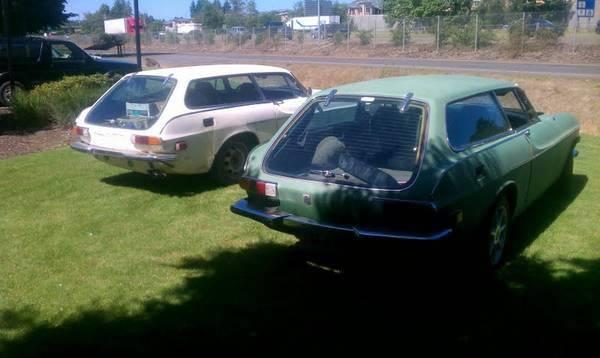 Volvo-1800ES-pair