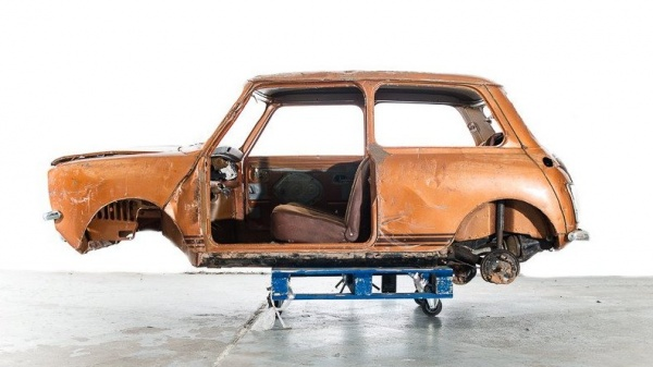 long-lost-mini-clubman-side-view