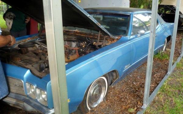 1970-Olds-carport-find