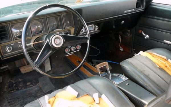 buried-1970-buick-skylark-gs-interior