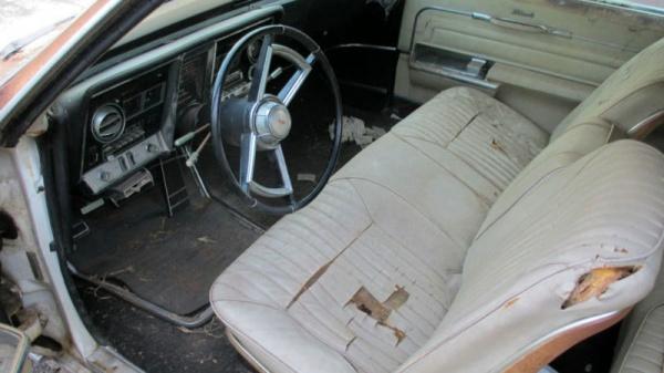 rust-covered-1966-oldsmobile-toronado-interior