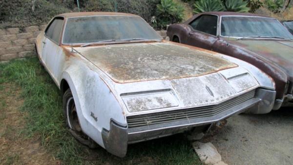 rust-covered-1966-oldsmobile-toronado