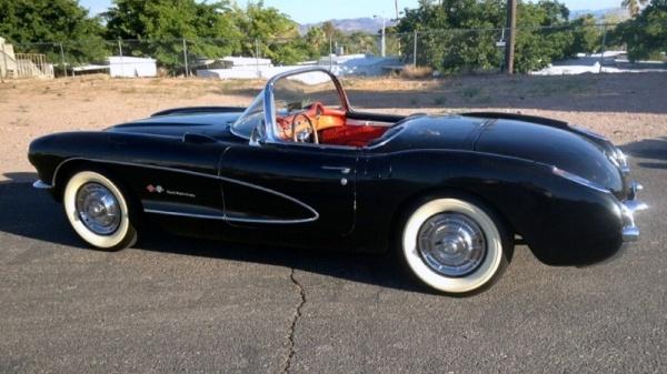 storage-unit-1957-corvette-fuelie-rear-corner