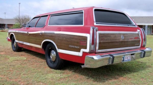 survivor-1974-ford-ltd-country-squire-wagon-rear