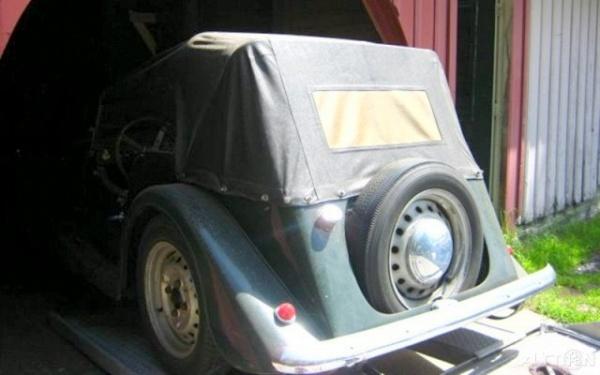 high-cowl-1955-morgan-plus-4-rear-corner