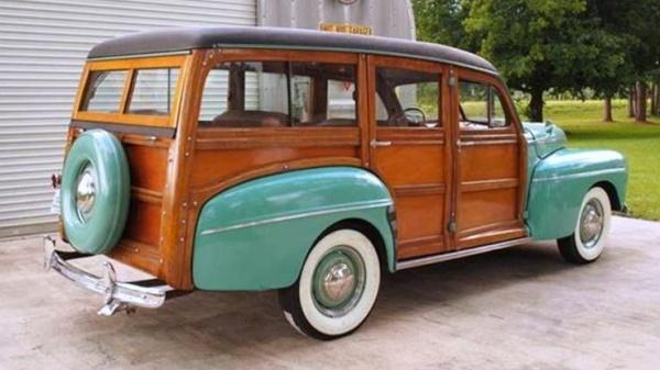rare-year-1942-ford-woodie-wagon-rear-corner