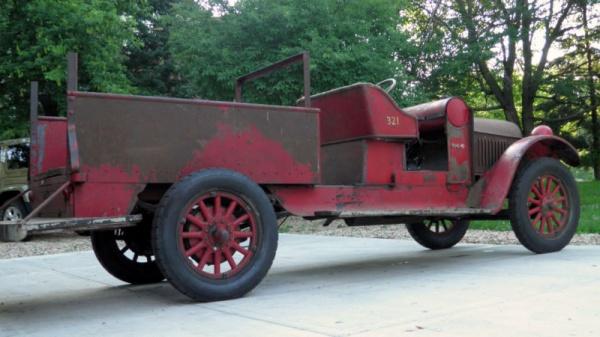 1923-reo-speedwagon-rear-corner