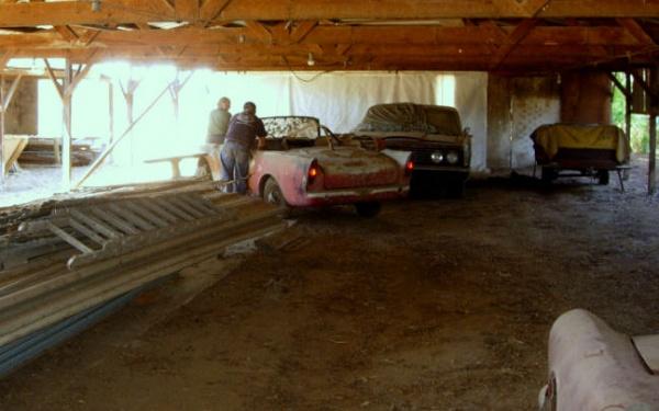 sunbeam-alpine-leaving-the-barn