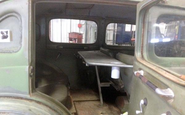 1957-volvo-sugga-interior