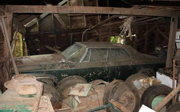 1964-chrysler-new-yorker-barn-find