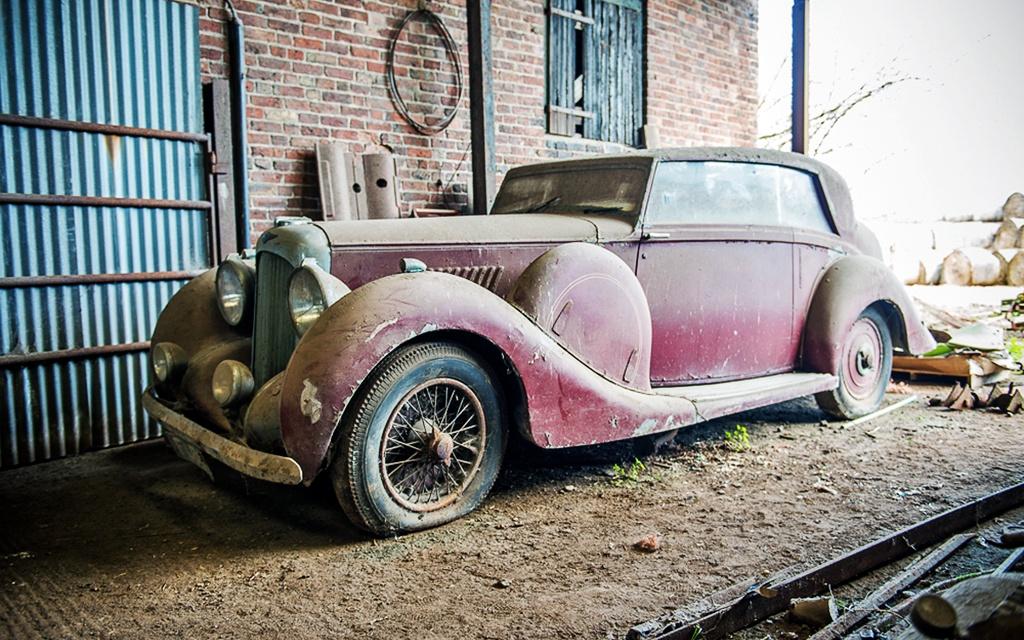 Lagonda V12 Hooper Saloon