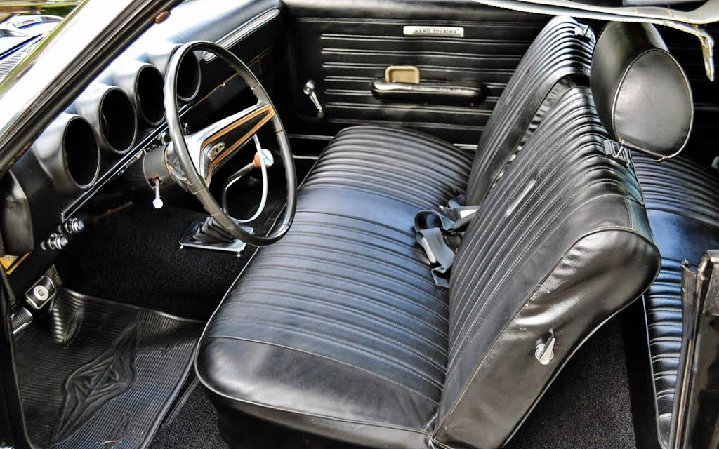 Torino GT interior