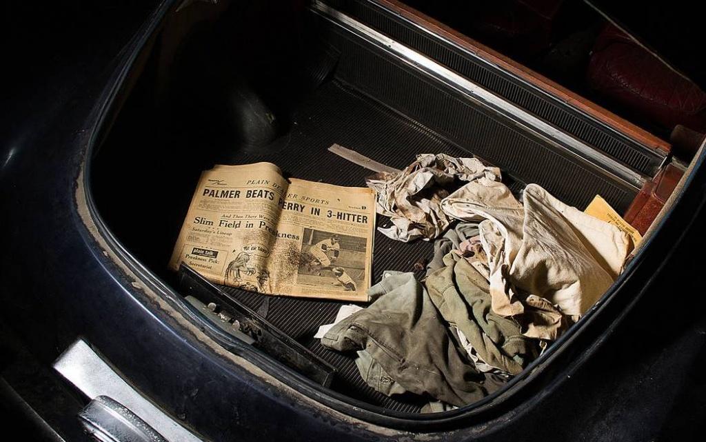 newspaper-in-trunk