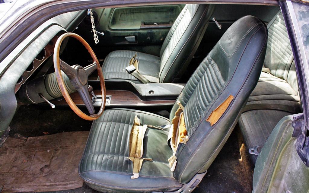 Challenger RT interior
