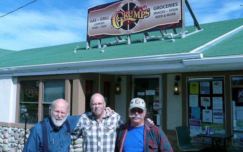 Trio at Grumps