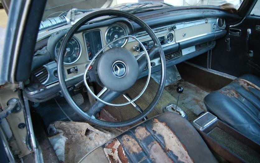1970-Mercedes-280SL-interior
