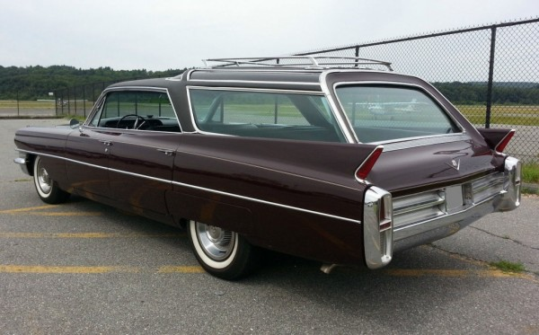 1963-Cadillac-Vista-Cruiser-rear