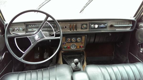1972-volvo-145-interior