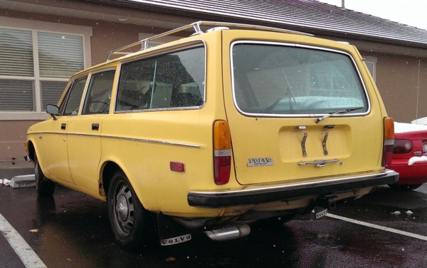 1972-volvo-145-rear