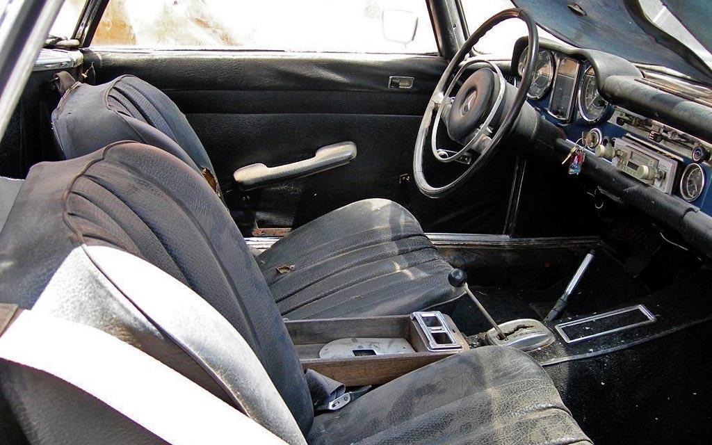 1968 Mercedes 280SL Interior