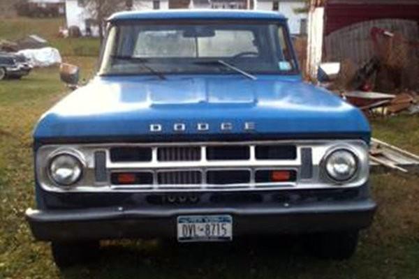 1970 Dodge D200 Front
