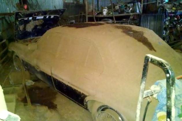 Dusty Jaguar XJ6
