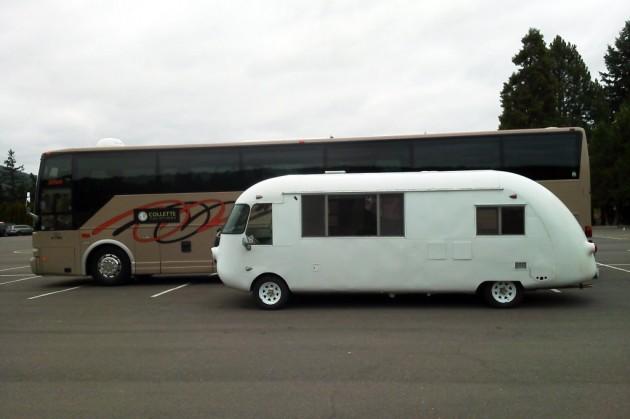 UltraVan Vs Tour Bus SBS