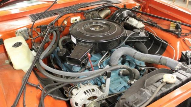 Plymouth 318 V8