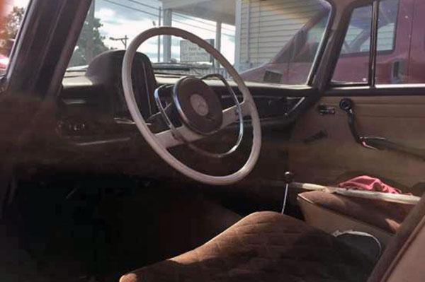 1967 Mercedes 200 Interior
