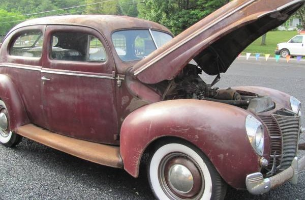 1940 Ford hood open