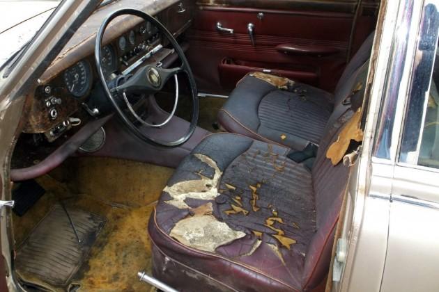1964 Jaguar S-Type Interior