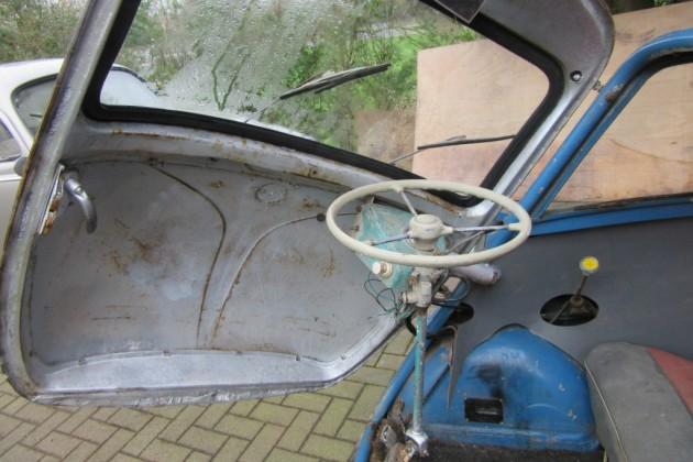 '61 Isetta door open