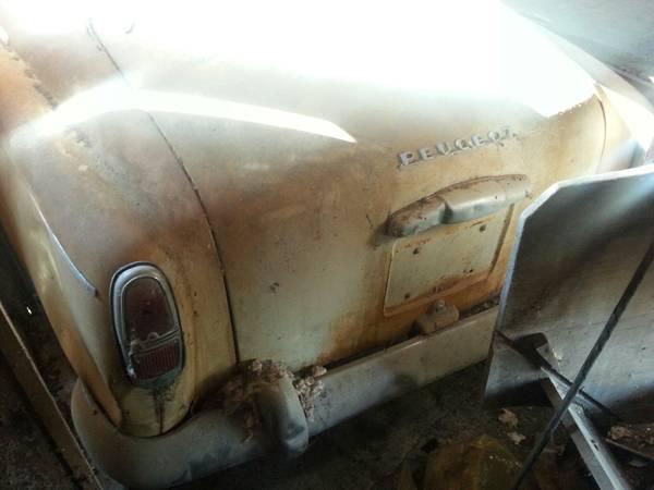 030316 Barn Finds - 1960 Peugeot 403 - 4