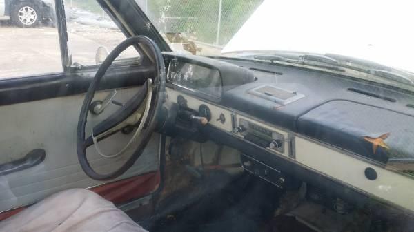 Barn Finds - 1967 Datsun 411 3