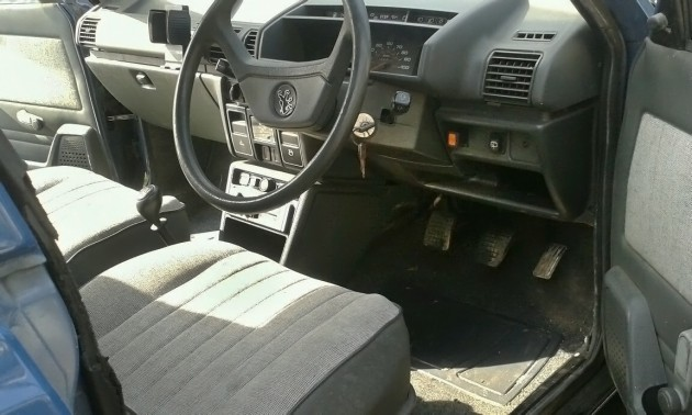 040916 Barn Finds - 19xx Peugeot 305 Van - 3